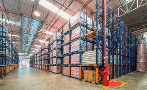 El almacén de Lacticínios Bela Vista posee una capacidad de almacenaje para 6.320 tarimas
