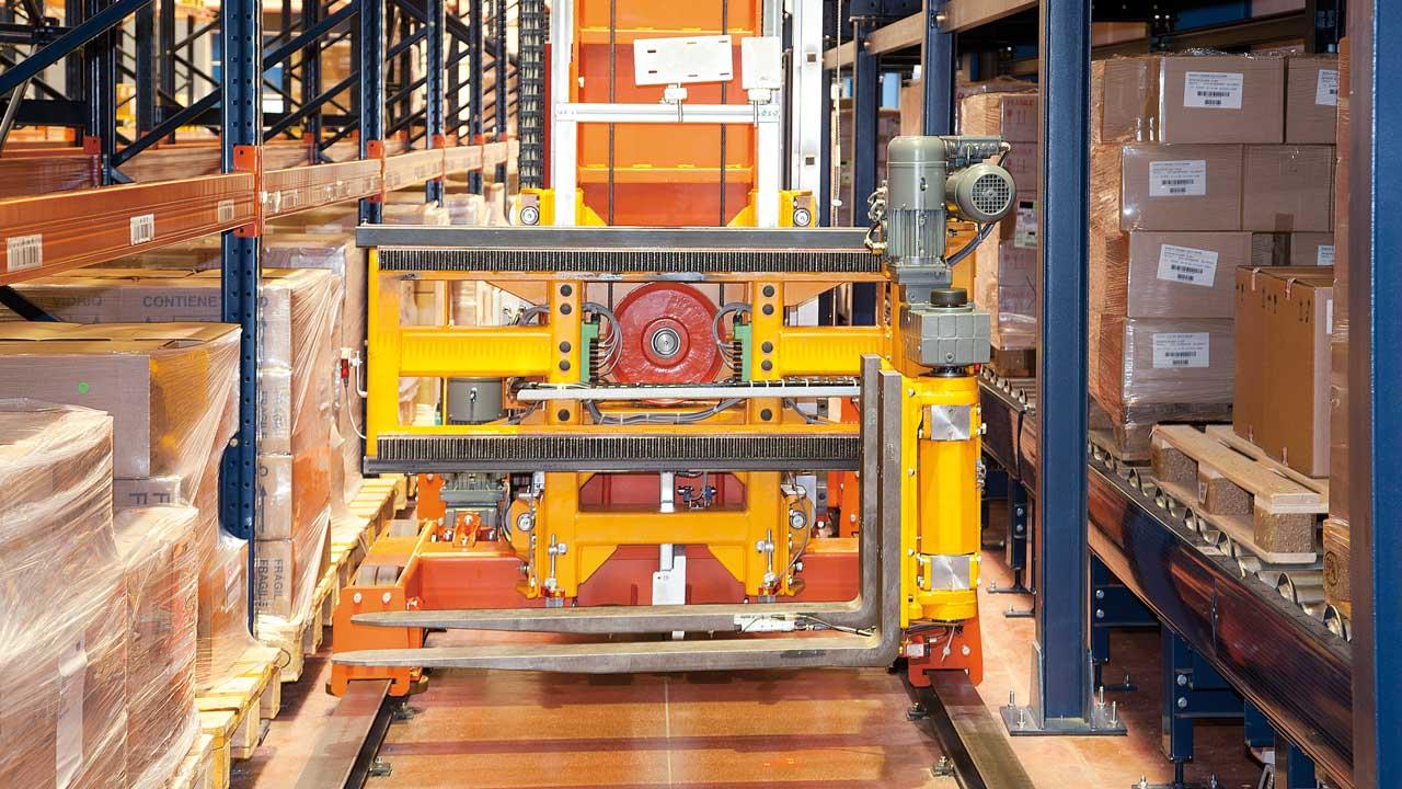 Transelevador trilateral automático
