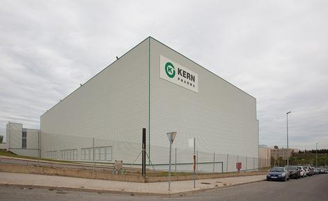 Mecalux construyó un nuevo almacén autoportante de 2.000 m² que mide 26 m de altura y 84 m de longitud